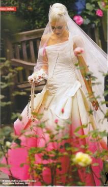 Gwen Stefani at her wedding (Medium)