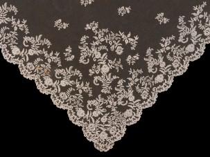 Honiton_lace_veil_detail_British_c.1850_c_Victoria_and_Albert_Museum_London (Medium)