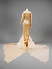 Silk_satin_wedding_dress_designed_by_Charles_James_London_1934._Worn_by_Barbara_Baba_Beaton._Given_by_Mrs_Alec_Hambro_c_Victoria_and_Albert_Museum_London_reverse (Medium)
