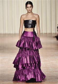 بيلا حديد عرض أزياء ألبيرتافيريتي