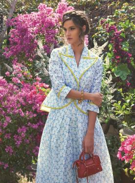 SUIT: Delpozo - Al Ostoura Thuraya Mall BRACELET: Vintage Chanel - What Goes Around Comes Around Thuraya Mall BAG: Balenciaga - Thuraya Mall, Al Ostoura Salhiya Complex, Al Ostoura The Avenues