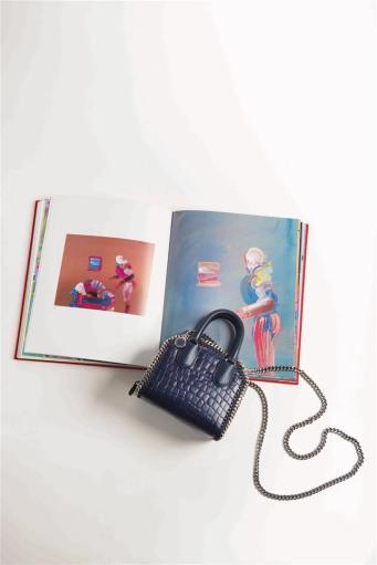 Bag: Stella McCartney, Thuraya Mall