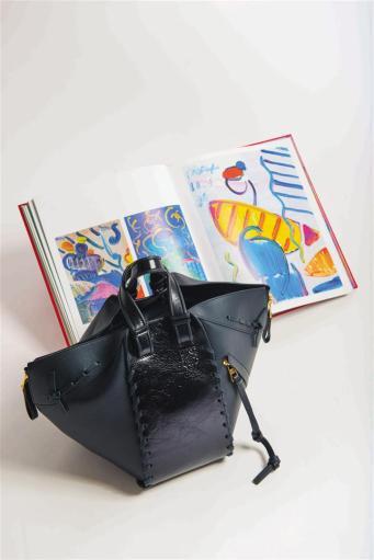 Bag: Loewe, Al Ostoura Thuraya Mall